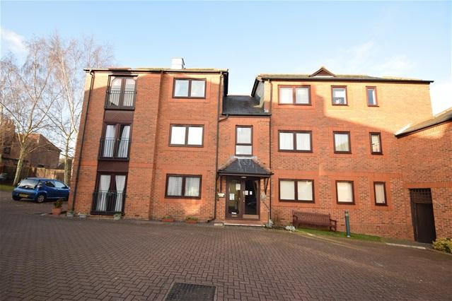 2 Bedrooms Flat for sale in Saddlers Walk, Kings Langley