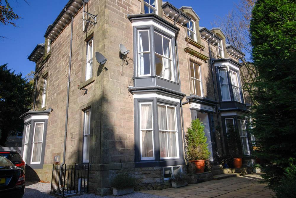 3 Bedrooms Apartment Flat for sale in Flat 2 The Hollies, St Johns Road, Buxton