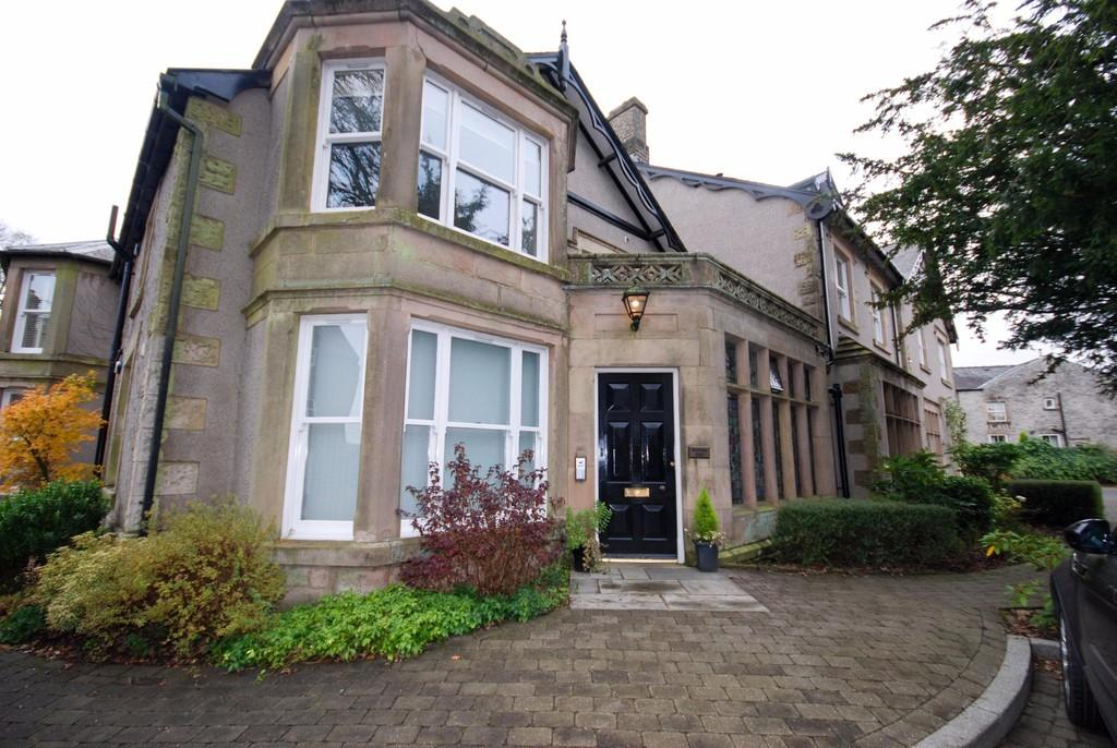 2 Bedrooms Apartment Flat for sale in Burbage Hall, Buxton