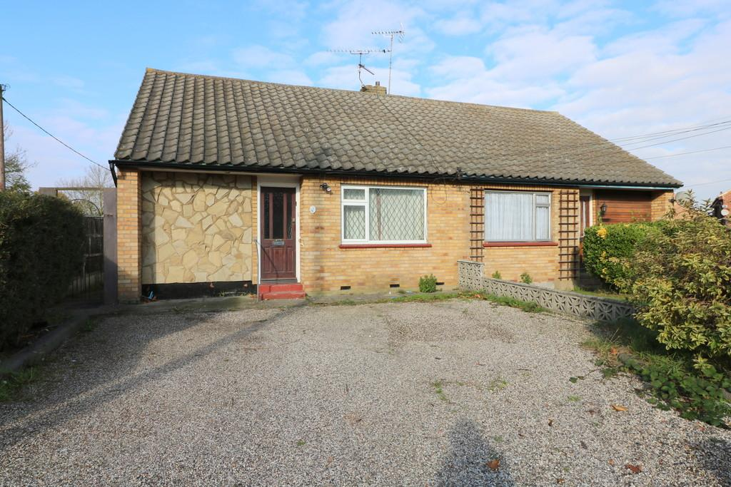 3 Bedrooms Chalet House for sale in Carlton Drive, Benfleet