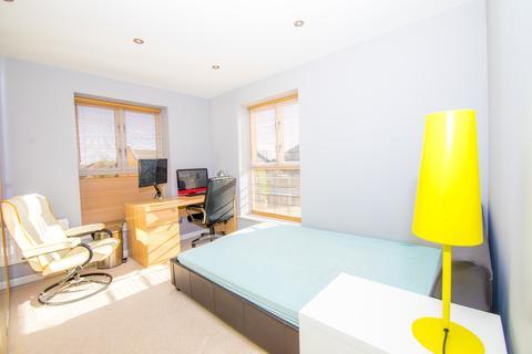 2 bedroom flat to rent - Gatcombe Road, London
