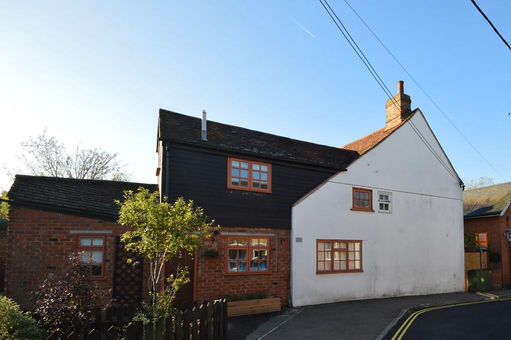 2 Bedrooms Cottage House for sale in Queens Road, Lower Wivenhoe