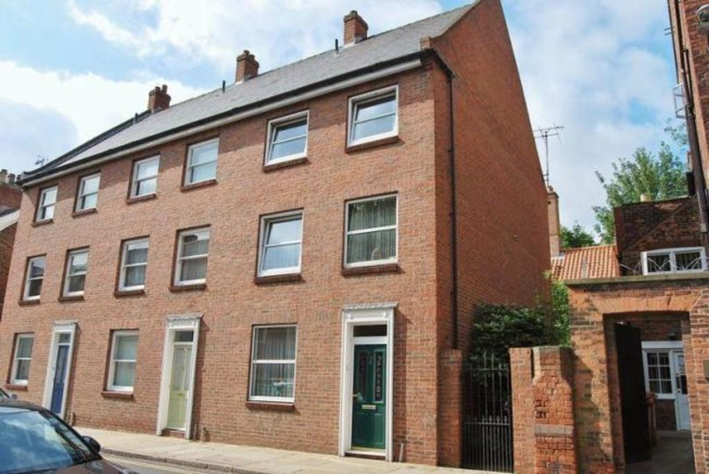 3 Bedrooms Town House for rent in 74A Lairgate, Beverley