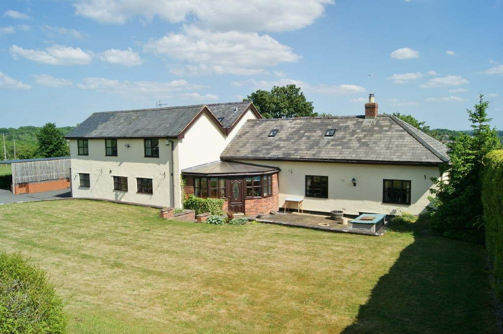 4 Bedrooms Barn Conversion Character Property for sale in Trevor, Llangollen