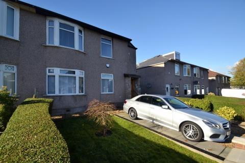3 bedroom flat to rent - Kingswood Drive,  Kings Park, G44