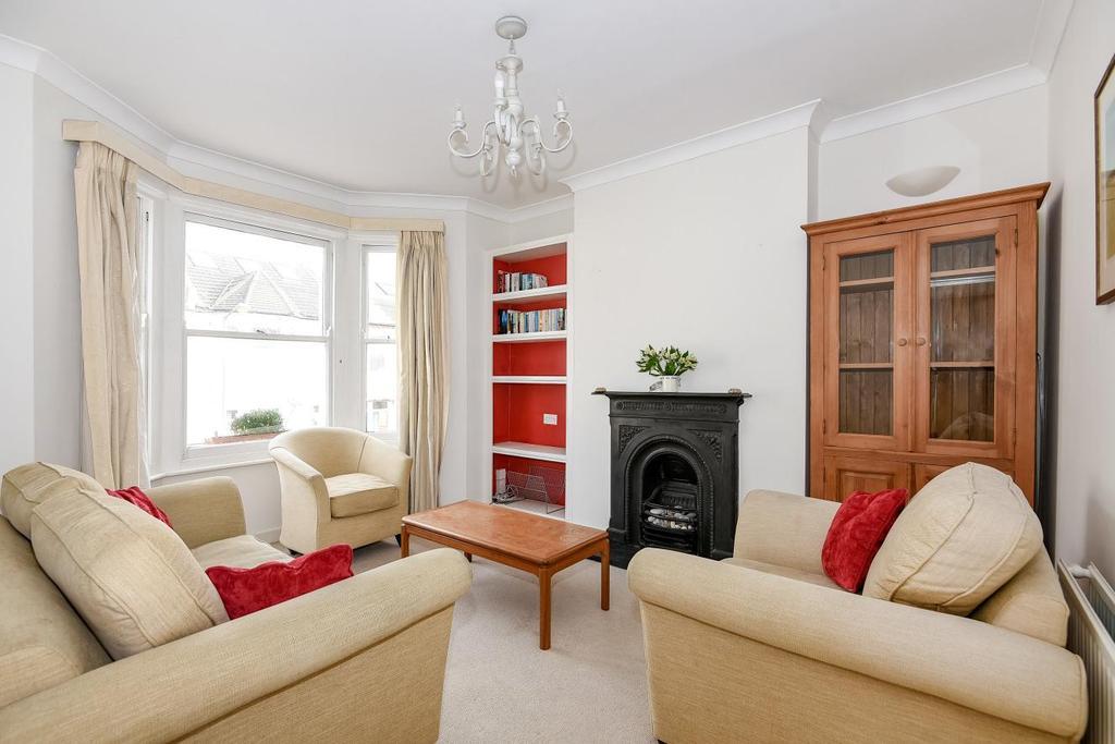 3 Bedrooms Flat for sale in Daphne Street, Earlsfield