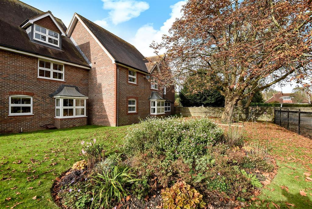 2 Bedrooms Apartment Flat for sale in Tannery Close, Chichester