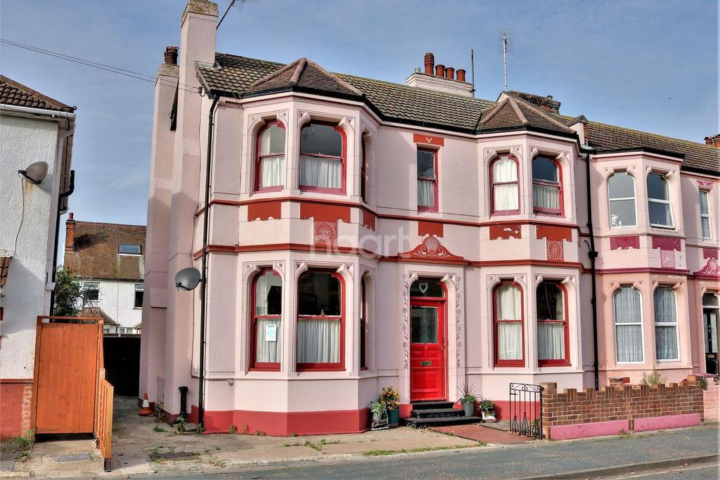 5 Bedrooms Detached House for sale in Clacton-on-sea