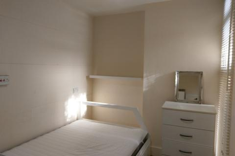 1 bedroom flat share to rent - The Broadway, London