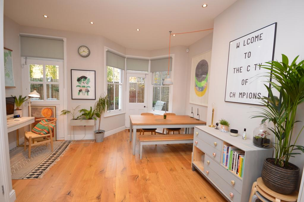 3 Bedrooms Flat for sale in St. Asaph Road Brockley SE4