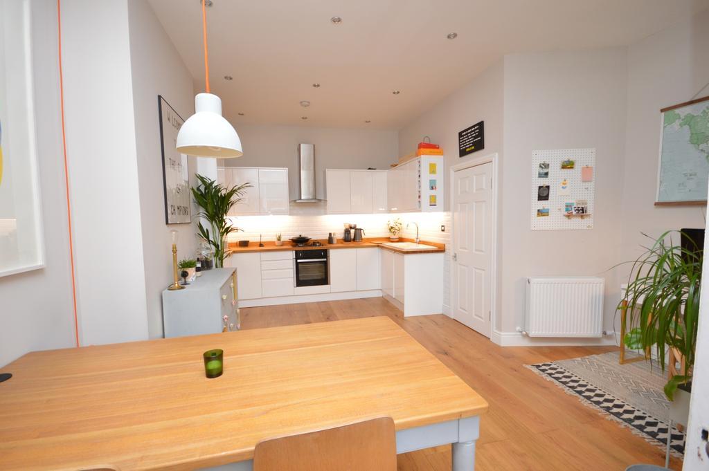 3 Bedrooms Flat for sale in St. Asaph Road Brockley SE4