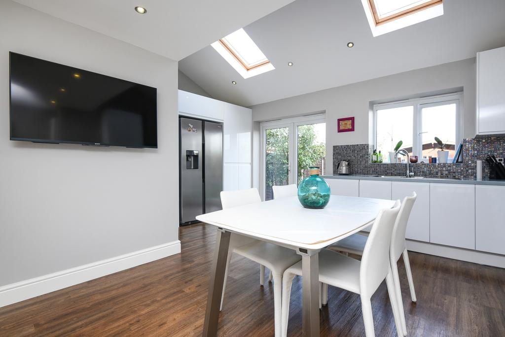 3 Bedrooms Terraced House for sale in Langbrook Road London SE3