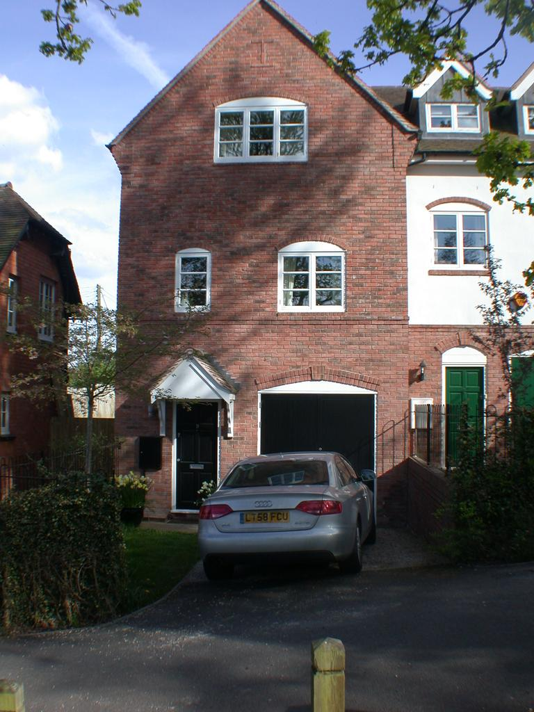 3 Bedrooms End Of Terrace House for rent in Bear Hill, Alvechurch B48