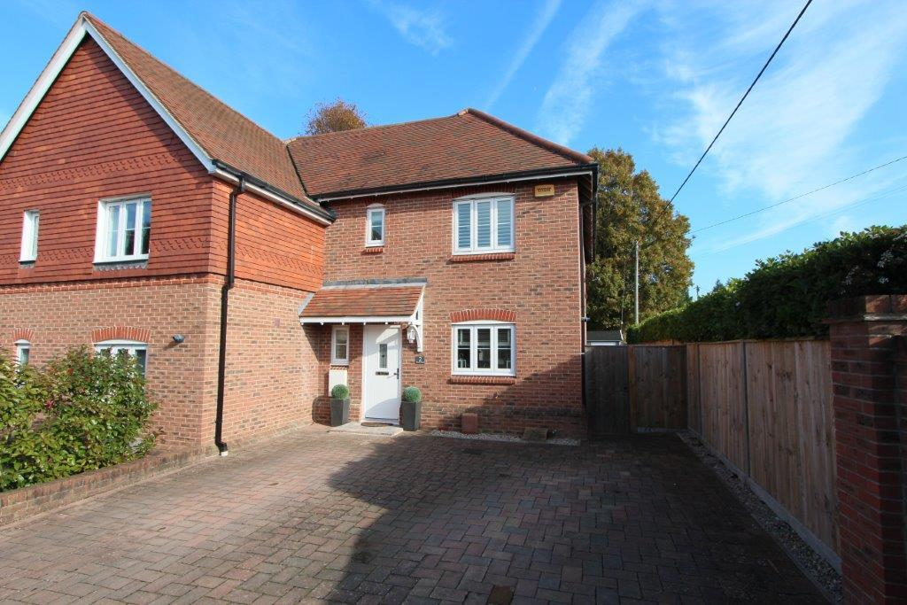3 Bedrooms Semi Detached House for sale in Saxon Court, Horton Heath SO50