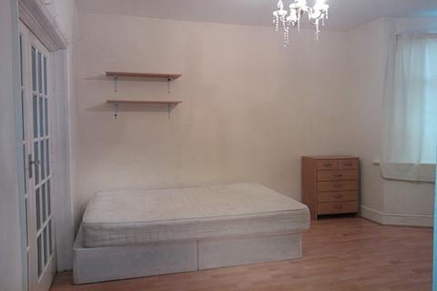 1 bedroom house share to rent - Montcalm Road, Charlton, London SE7