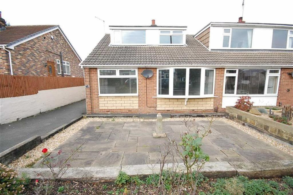 3 Bedrooms Semi Detached Bungalow for sale in Milton Avenue, Liversedge, WF15