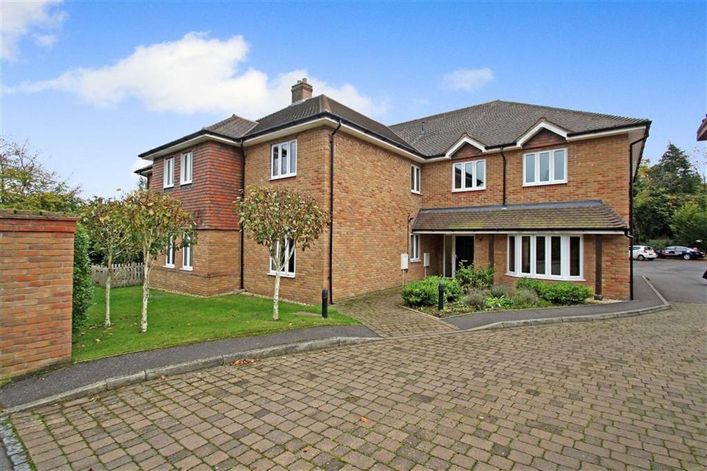 2 Bedrooms Flat for sale in Tower Road, Liphook, Hampshire, GU30
