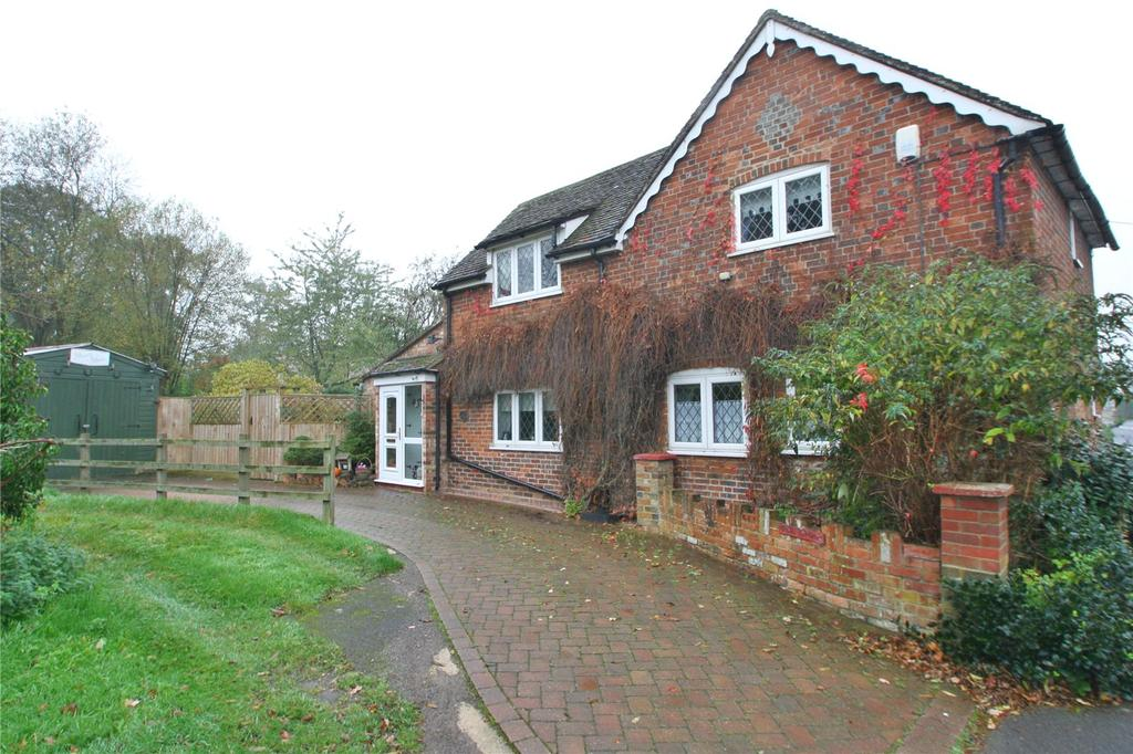 3 Bedrooms Detached House for sale in Thame Road, Tiddington, Thame, OX9
