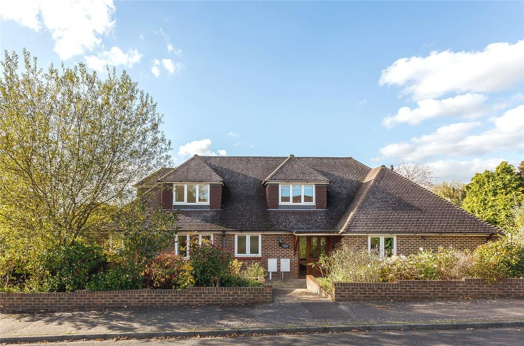 5 Bedrooms Detached House for sale in Danehurst Crescent, Horsham, West Sussex