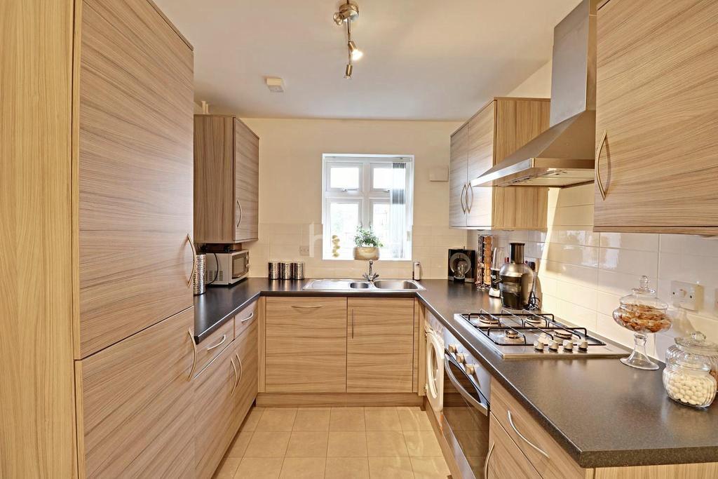 4 Bedrooms Semi Detached House for sale in Oakley Gardens, LU4