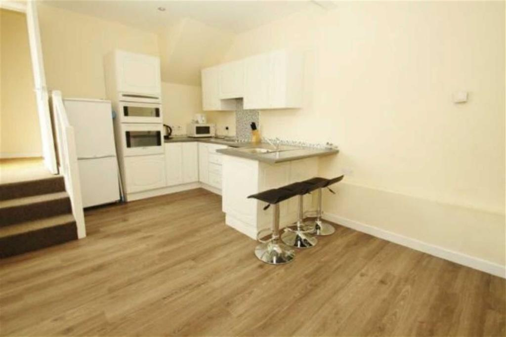4 Bedrooms Terraced House for rent in Norwich Road, STUDENTS, Bournemouth, Dorset, BH2