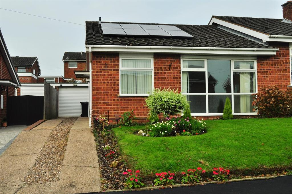 2 Bedrooms Semi Detached Bungalow for sale in Woodridge Road, Halesowen