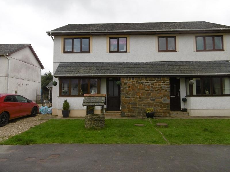 3 Bedrooms Semi Detached House for sale in 14 Maescelyn, Llandeilo, Carmarthenshire.