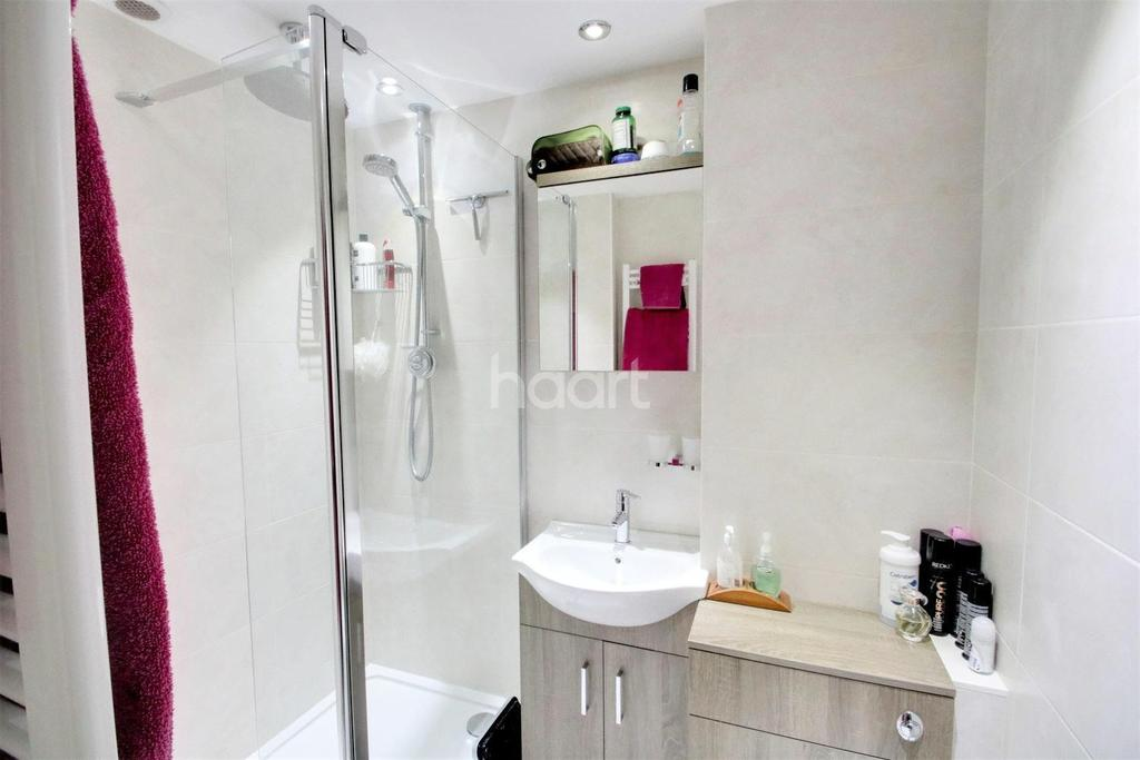 3 Bedrooms Semi Detached House for sale in Alderbury Road