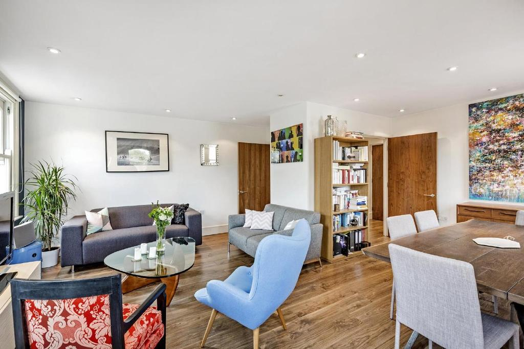 2 Bedrooms Flat for sale in Porchester Road, Bayswater