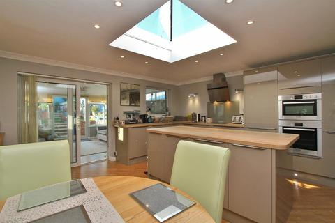 3 bedroom detached bungalow for sale - Downsway
