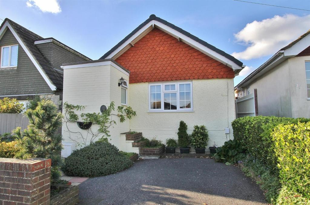 3 Bedrooms Detached Bungalow for sale in Downsway