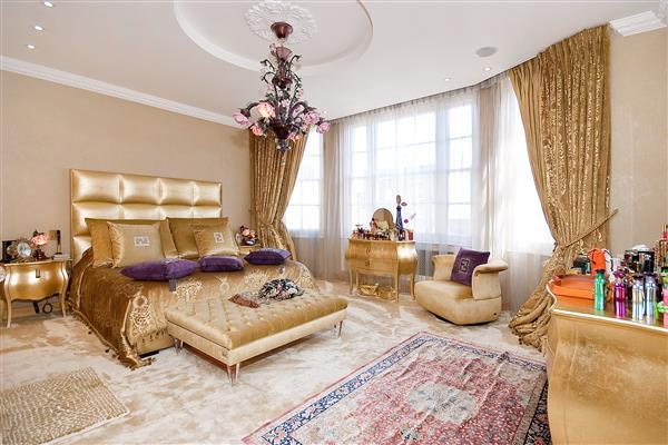 5 Bedrooms Flat for sale in PORTMAN SQUARE, MARBLE ARCH, W1