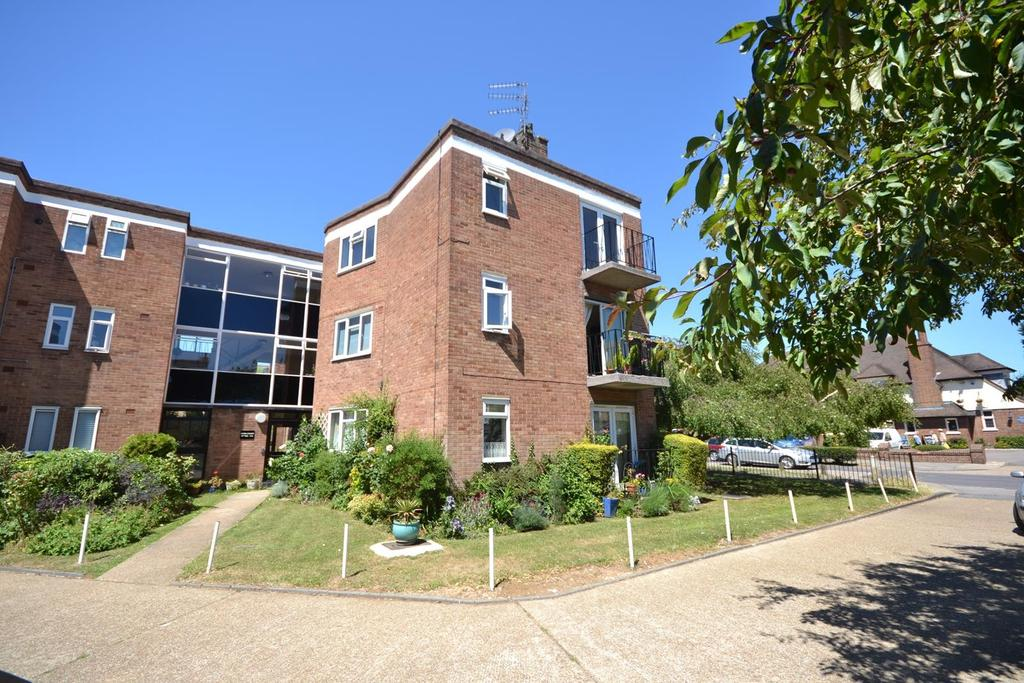 3 Bedrooms Apartment Flat for sale in Avon Court, Avon Road, Upminster, Essex, RM14