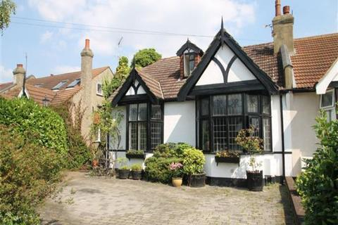 3 bedroom semi-detached bungalow for sale - medway, ilford IG3