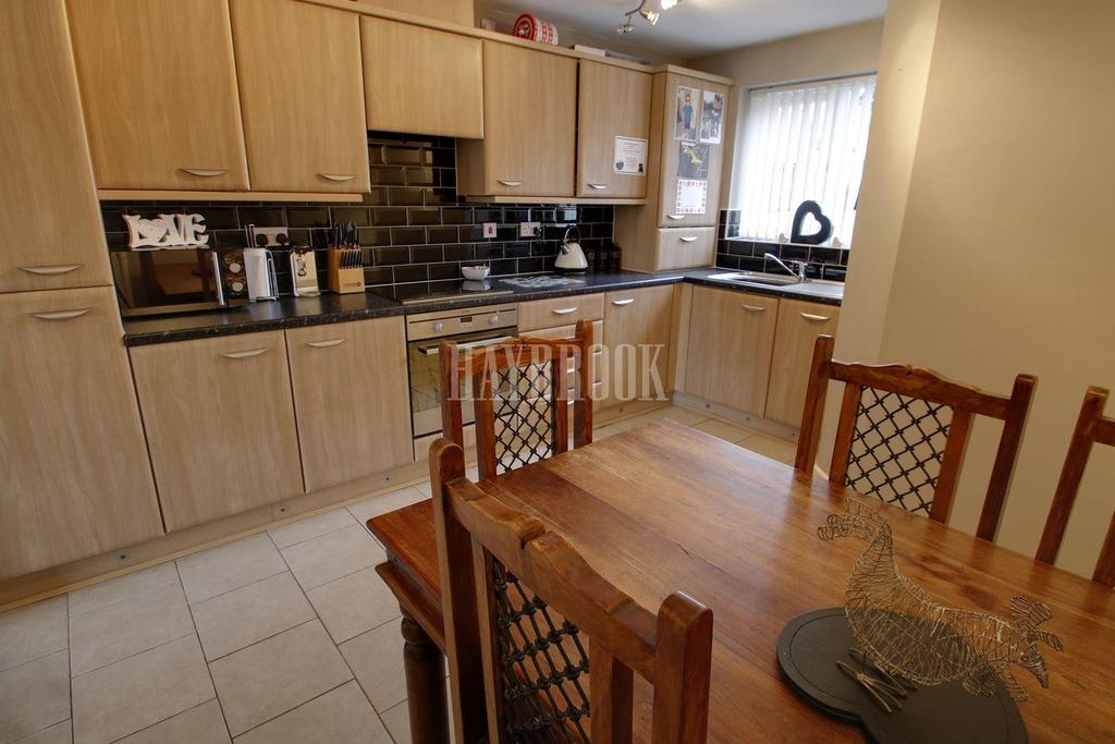 3 Bedrooms End Of Terrace House for sale in Kirkstall Road, New Lodge
