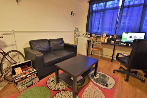 2 bedroom flat to rent - Village Street