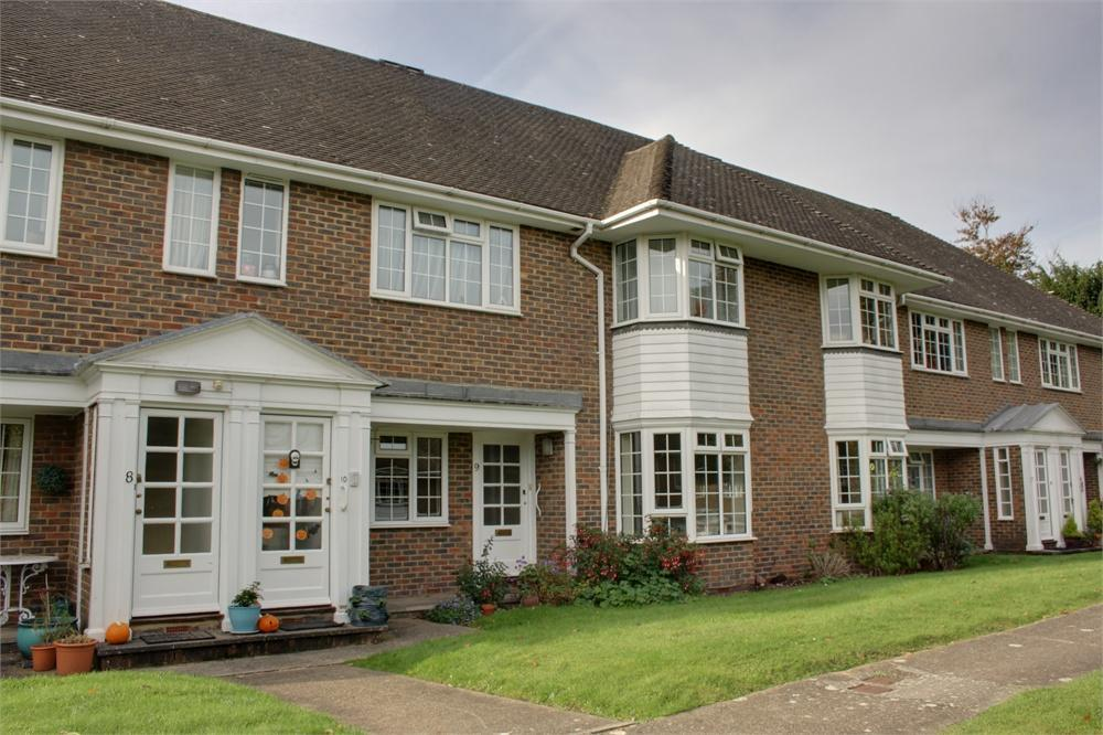 2 Bedrooms Flat for sale in Firgrove Court, Farnham, Surrey