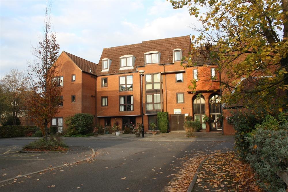 1 Bedroom Retirement Property for sale in Homepark House, South Street, FARNHAM, Surrey