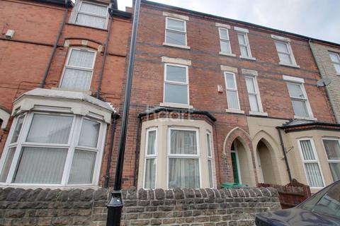 4 bedroom terraced house for sale - Woolmer Road, Meadows