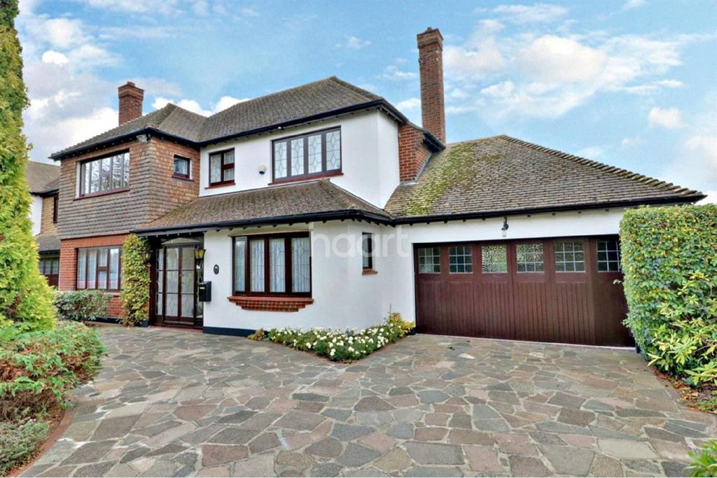 4 Bedrooms Detached House for sale in Shoebury Road, Thorpe Bay