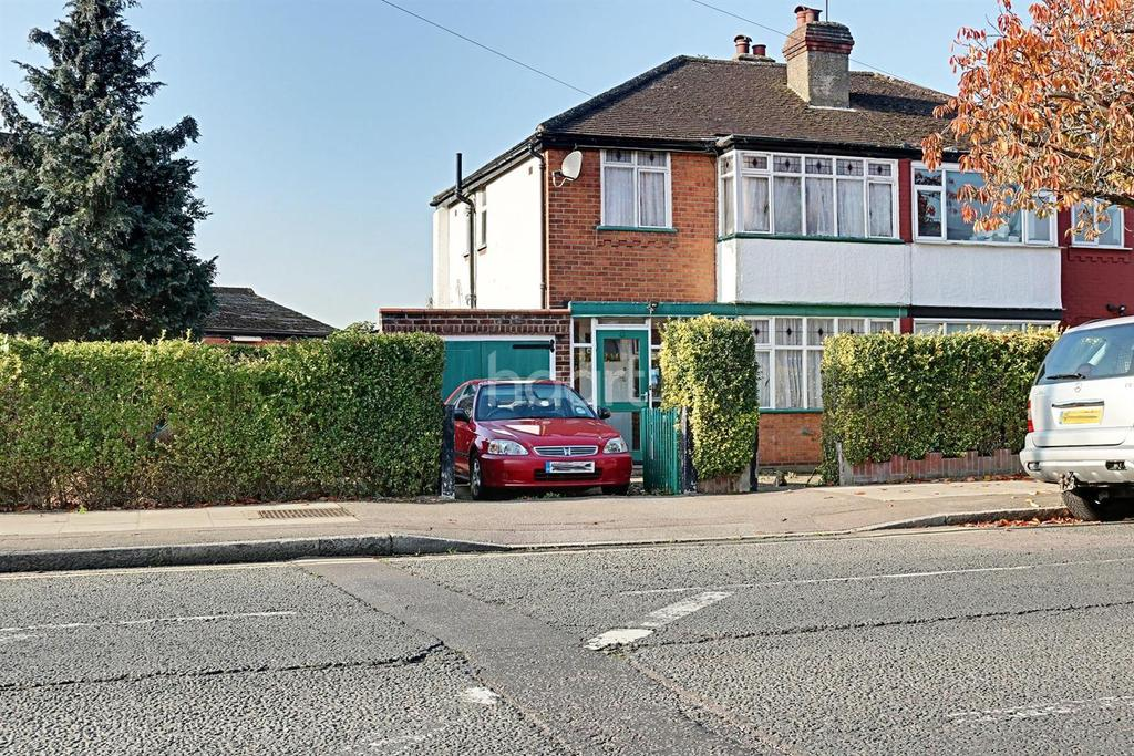 3 Bedrooms Semi Detached House for sale in Culver Grove, Stanmore, HA7