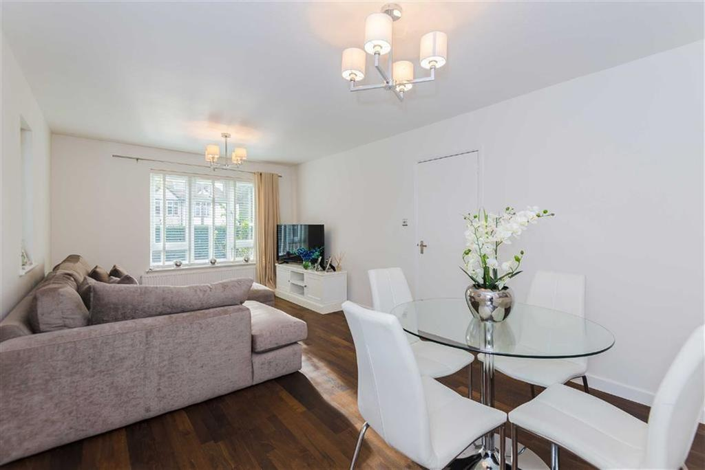 2 Bedrooms Maisonette Flat for sale in Manor Way, Ruislip Manor, Middlesex