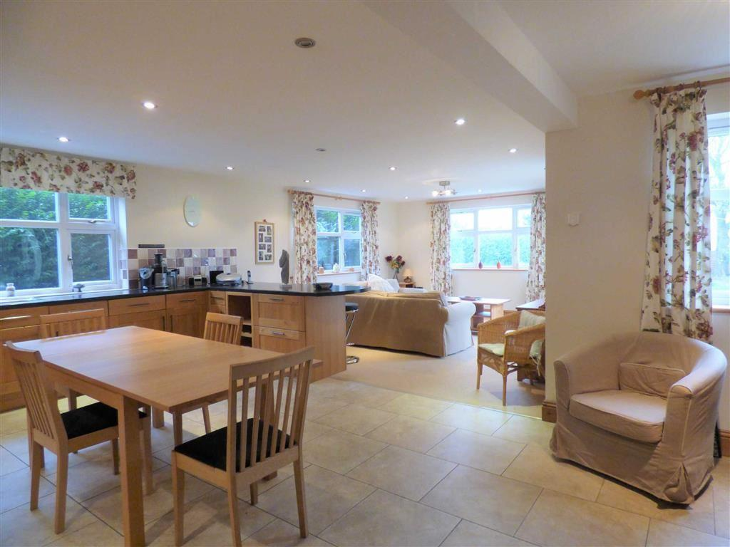 5 Bedrooms Detached Bungalow for sale in Station Road, Patrington