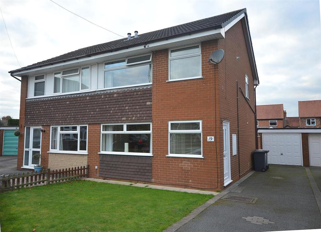 3 Bedrooms Semi Detached House for sale in Gowy Close, Elworth