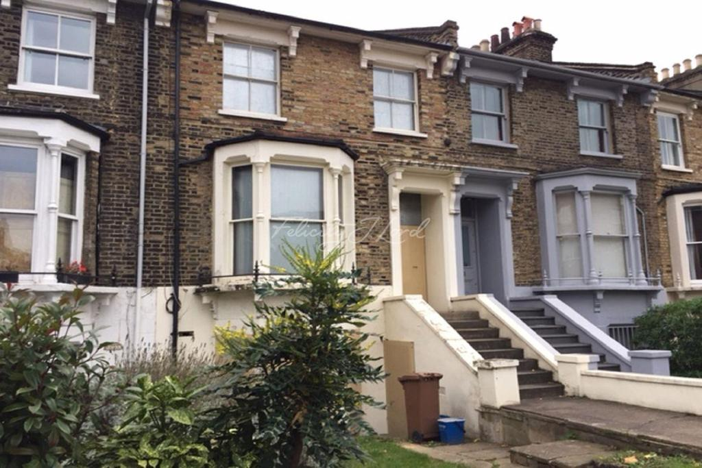 3 Bedrooms Terraced House for sale in Shacklewell Lane, Hackney, E8