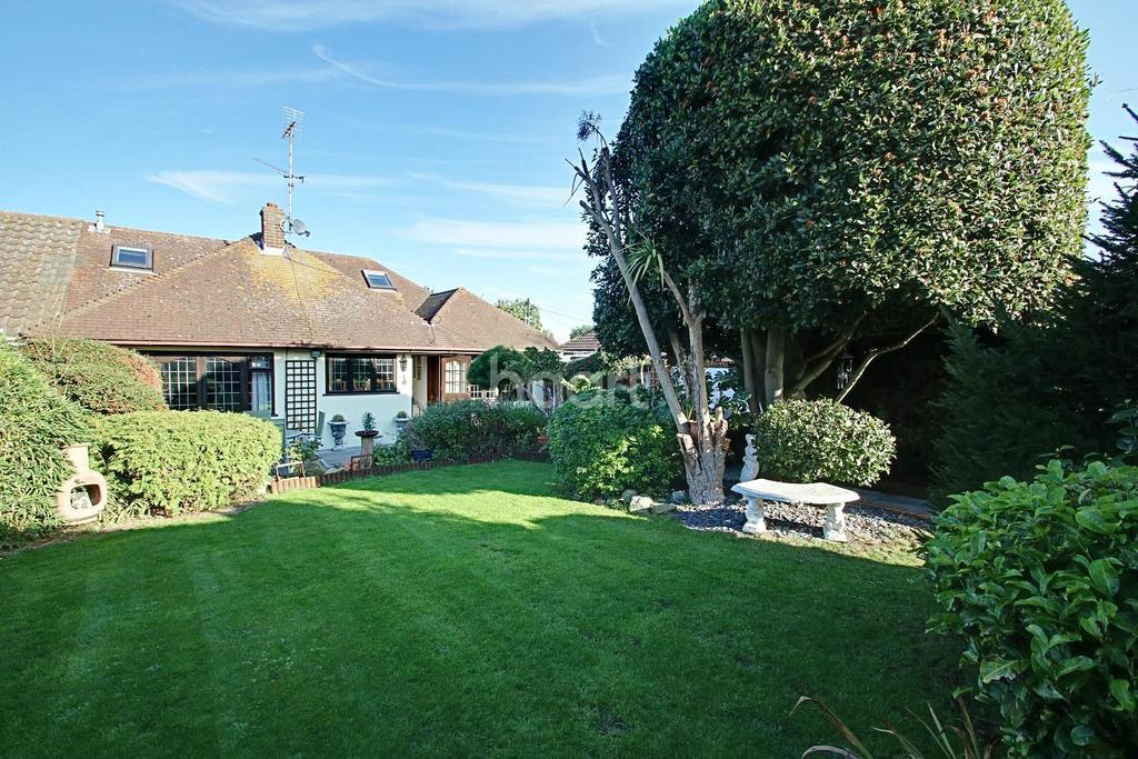 3 Bedrooms Bungalow for sale in Folly Lane, Hockley