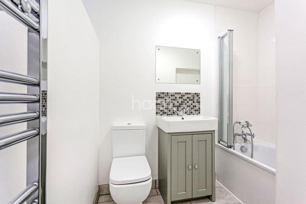 3 Bedrooms Flat for sale in Pevensey Road, Tooting, SW17