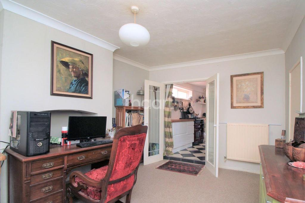 3 Bedrooms Semi Detached House for sale in Baxter Row, Dereham