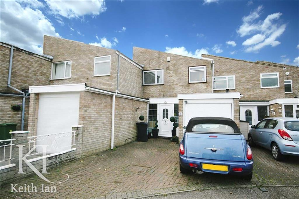 3 Bedrooms Terraced House for sale in Fern Close, Broxbourne