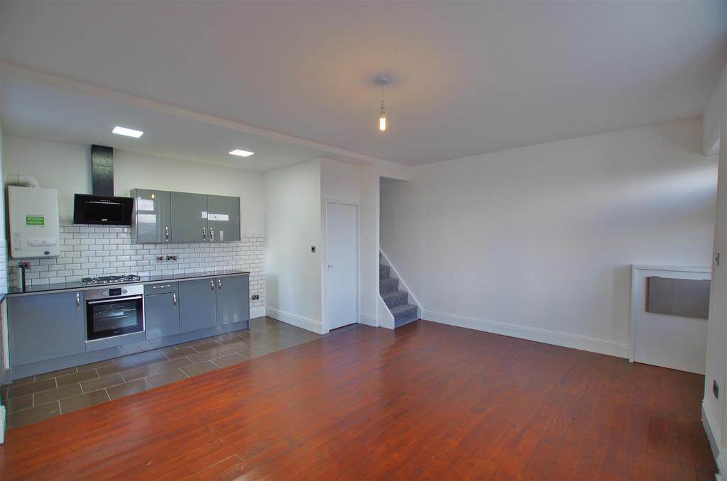 2 Bedrooms Terraced House for sale in Upper Range, Halifax
